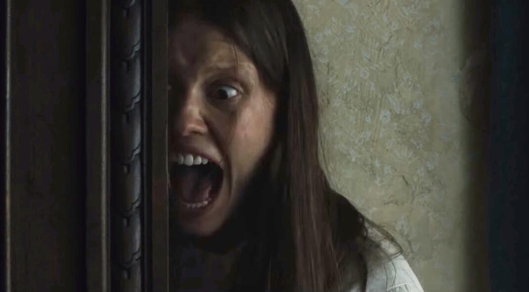 """Algo siniestro y creepy se esconde en esta vieja casa: aquí está el primer trailer de """"Marrowbone"""""""