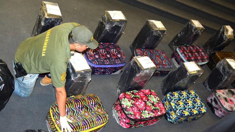 """Incautan 389 kilos cocaína en """"valijas diplomáticas"""" de la Embajada Rusa en Argentina"""