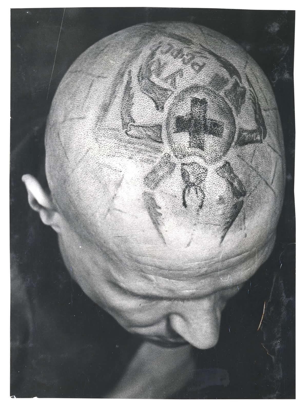 Arkadi Bronnikov: Retratos de los reclusos en cárceles rusas con historias tatuadas en tinta y sangre