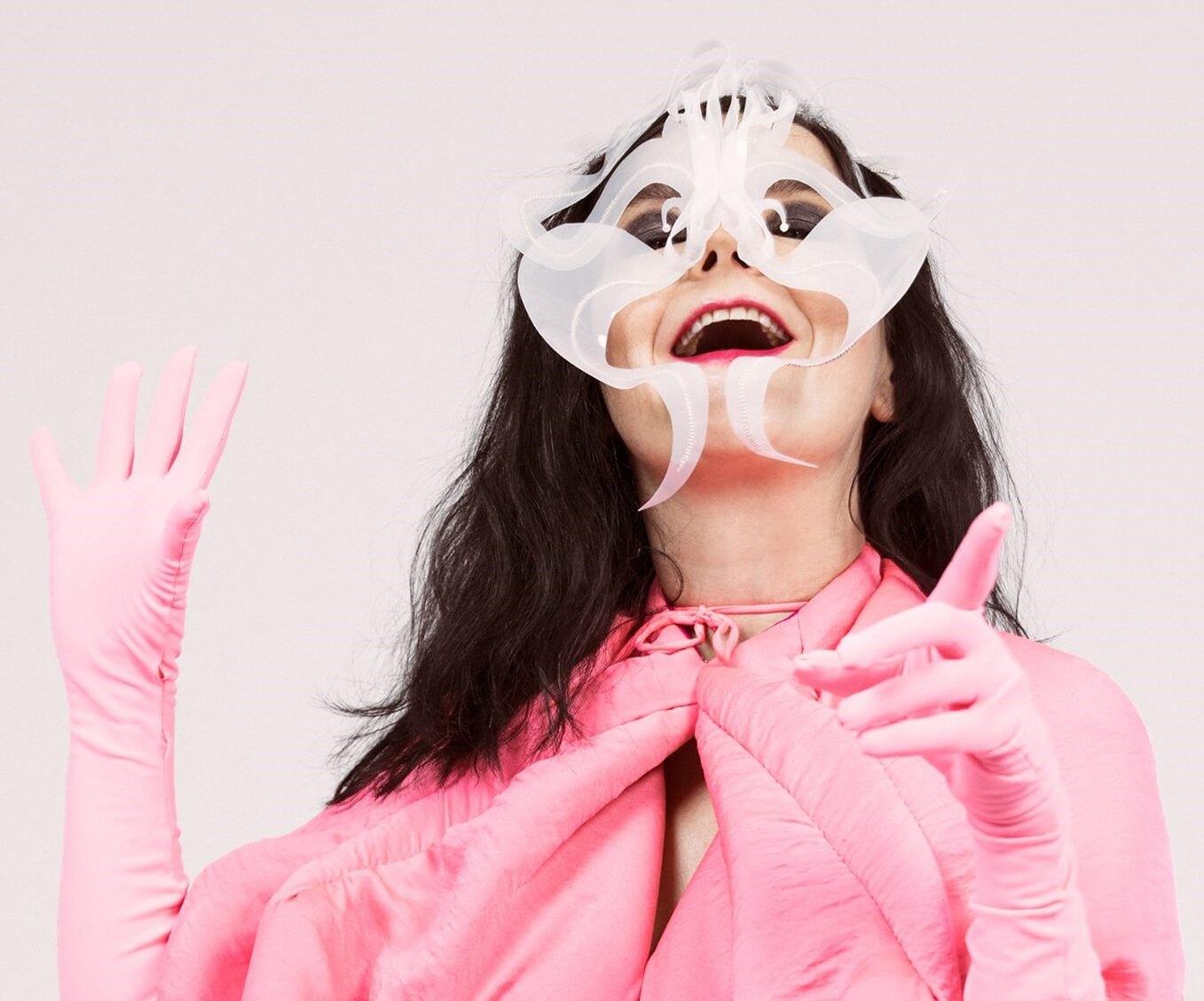 11 lanzamientos recientes que debes escuchar: Björk + C Tangana + Panic! At The Disco y más