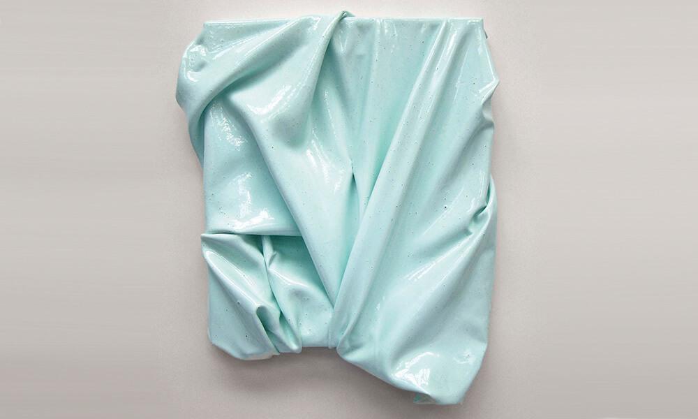 """Ignacio Muv transforma la pintura en pieles de color en su exposición """"HABITAR"""""""