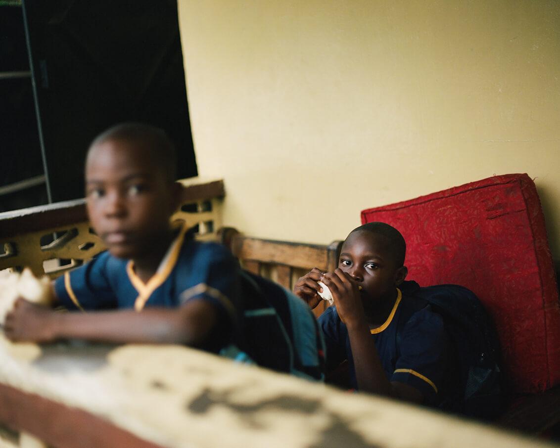 Elena Heatherwick: Retratos de la esperanza y el espíritu incansable de las parteras de Liberia