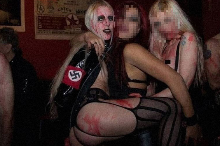 Argentina: Profesora que defendió a Hitler es la estrella de un show porno nazi y fetichista