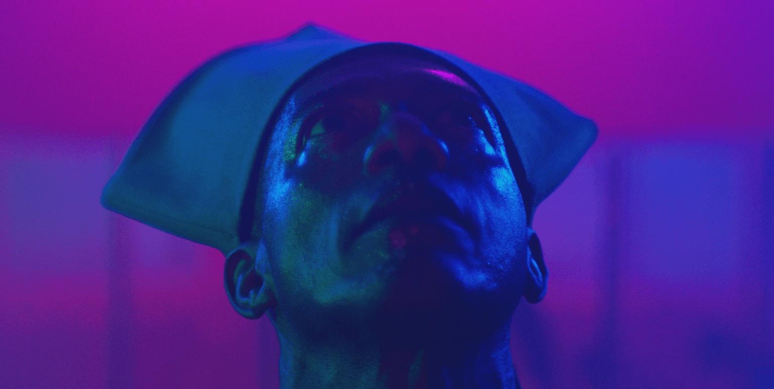 """Gucci y Frieze hacen un flashback a los 80 con acid house, neón y MDMA en el corto """"Into A Space of Love"""""""