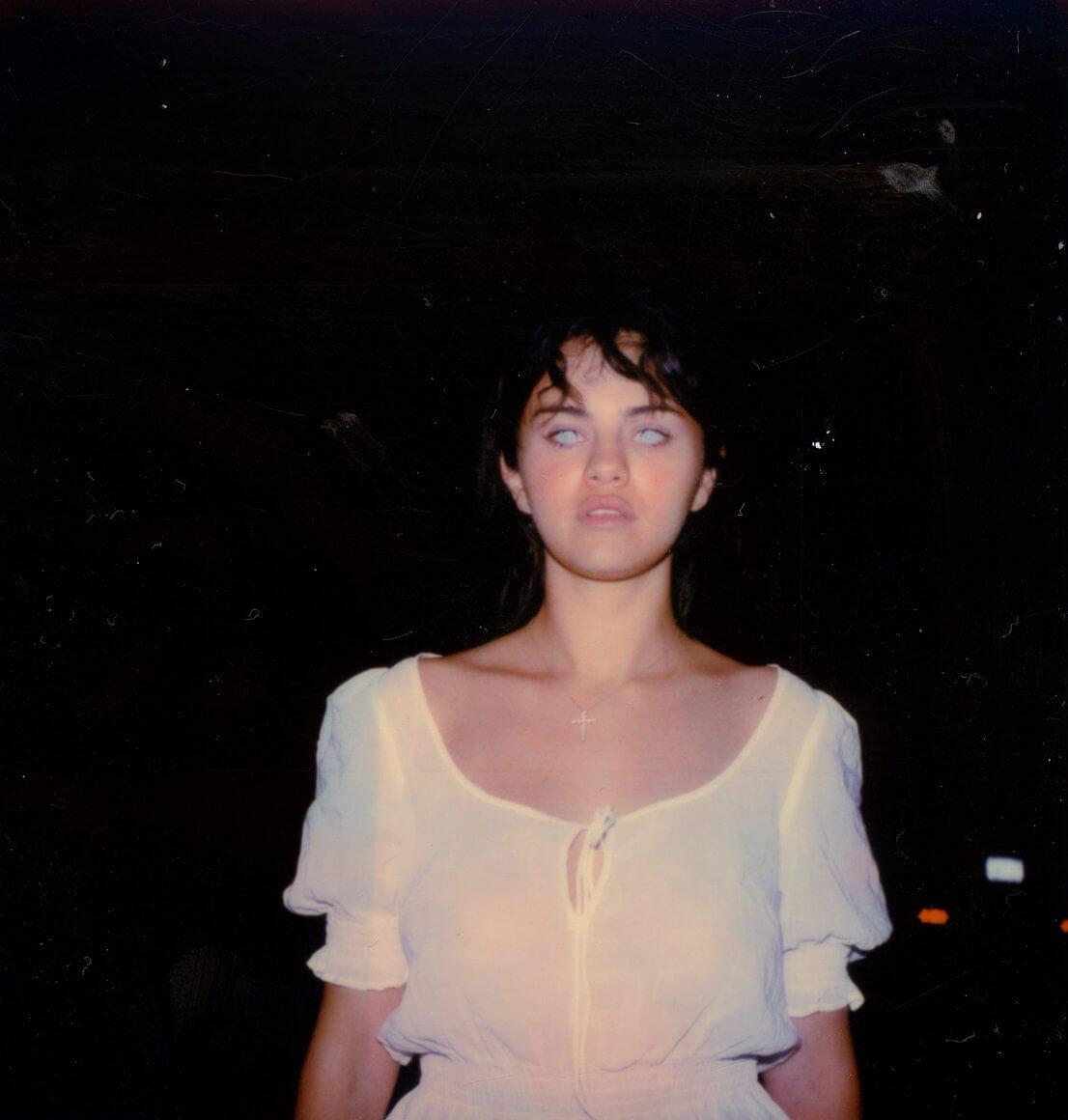 """A Love Story"": Petra Collins dirige a Selena Gomez en un perturbador corto de horror"