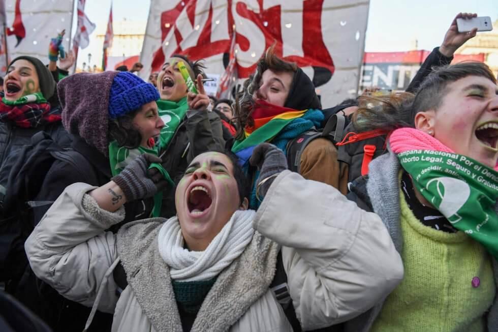 Tras 23 horas de debate, Argentina aprueba la legalización del aborto
