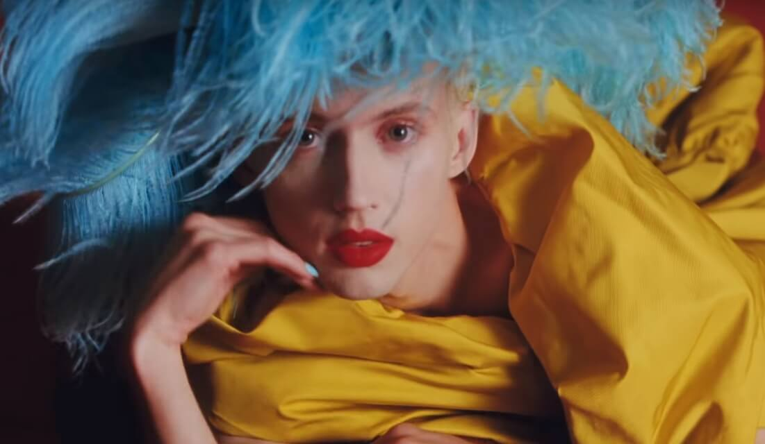 "La primavera queer de Troye Sivan llega con su impactante video ""Bloom"""
