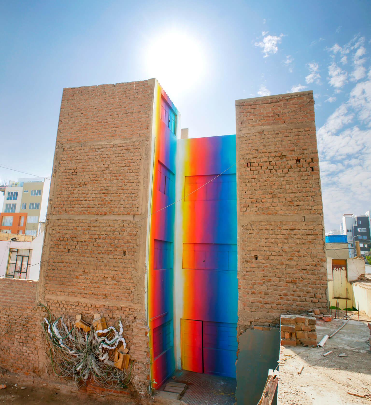 Xomatok: El street artist peruano que lleva prismas de graffiti a las calles de Lima