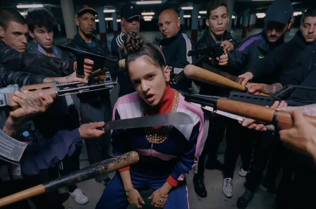 """Rosalía siente los celos como una bala en el pecho en su video """"Pienso en tu mirá"""""""