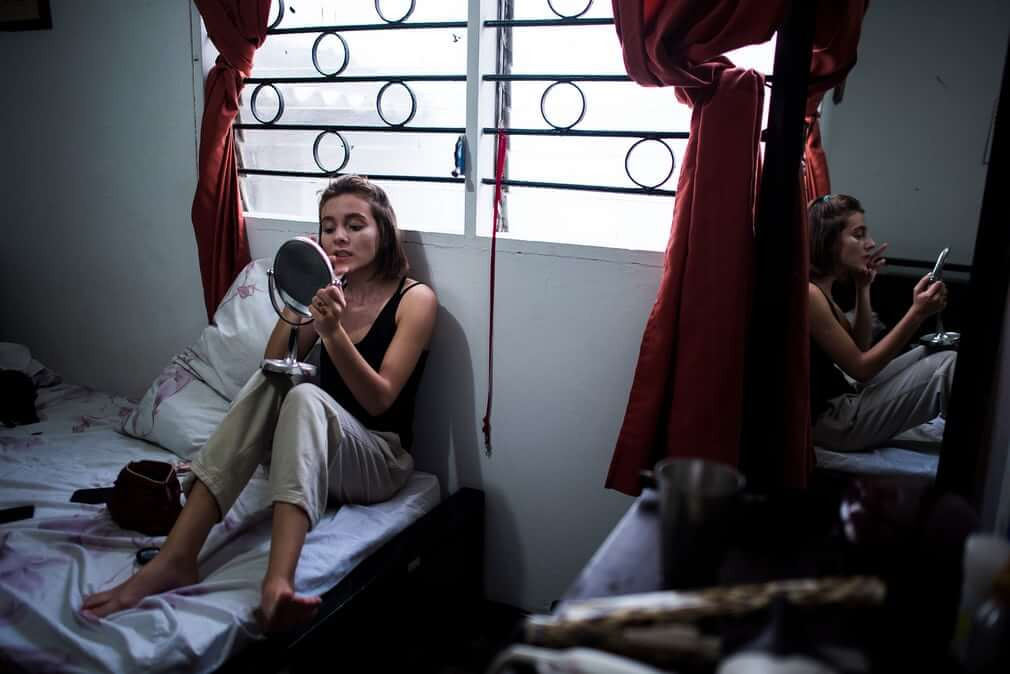 Charlie Cordero: Retratos íntimos de los zillennials colombianos y su cotidianidad citadina