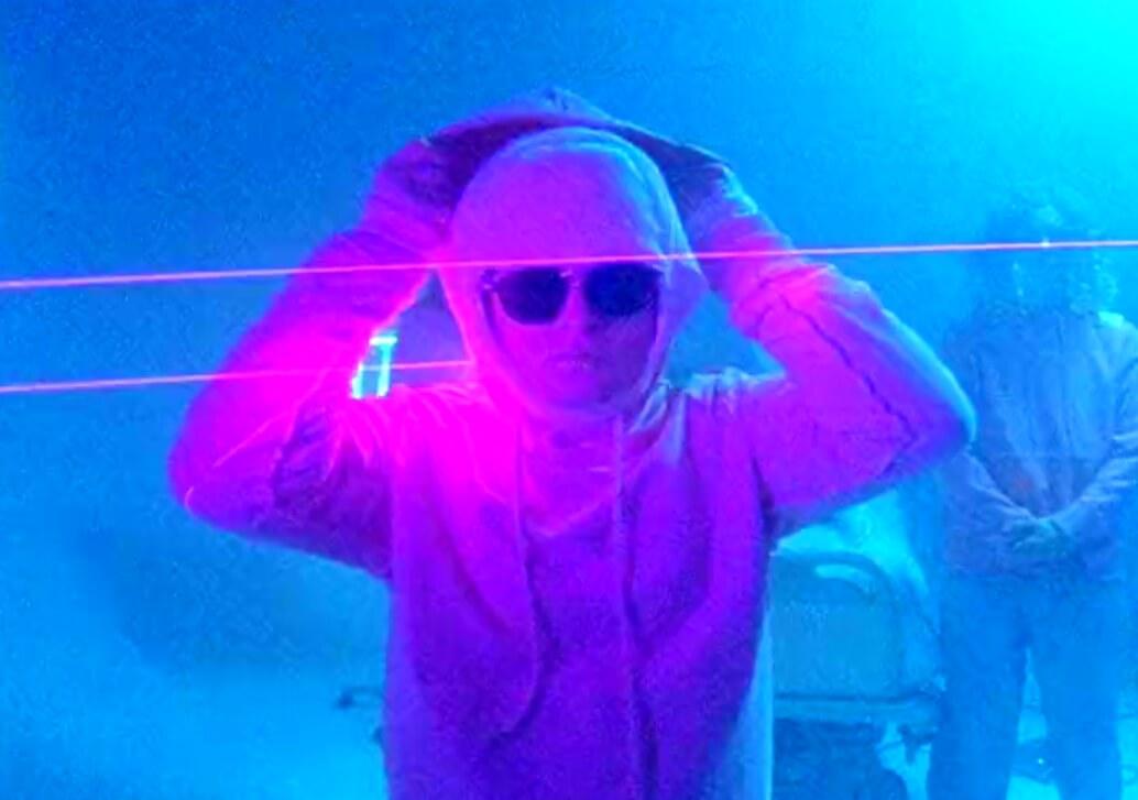 Helmut Lang x Jeremy Deller: Una colección LSD en un corto demente desde una rave