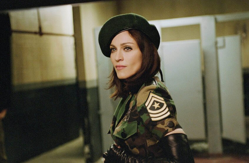 """Madonna en el photoshoot promocional de """"American Life""""."""
