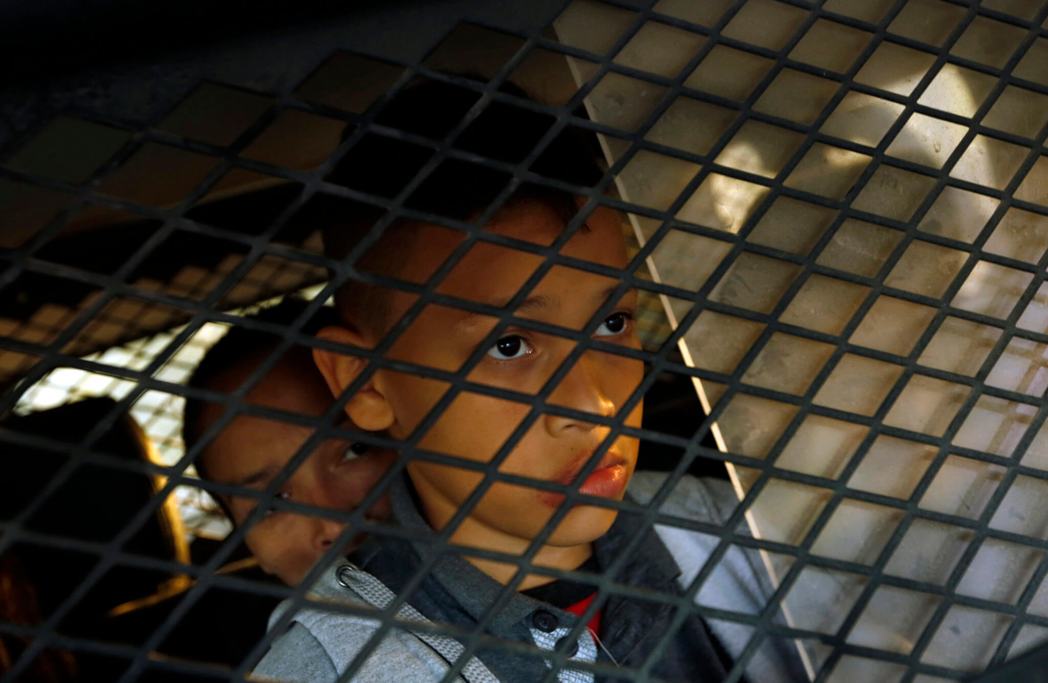 Una juez ordena a la administración Trump dejar de drogar a niños inmigrantes con psicotrópicos