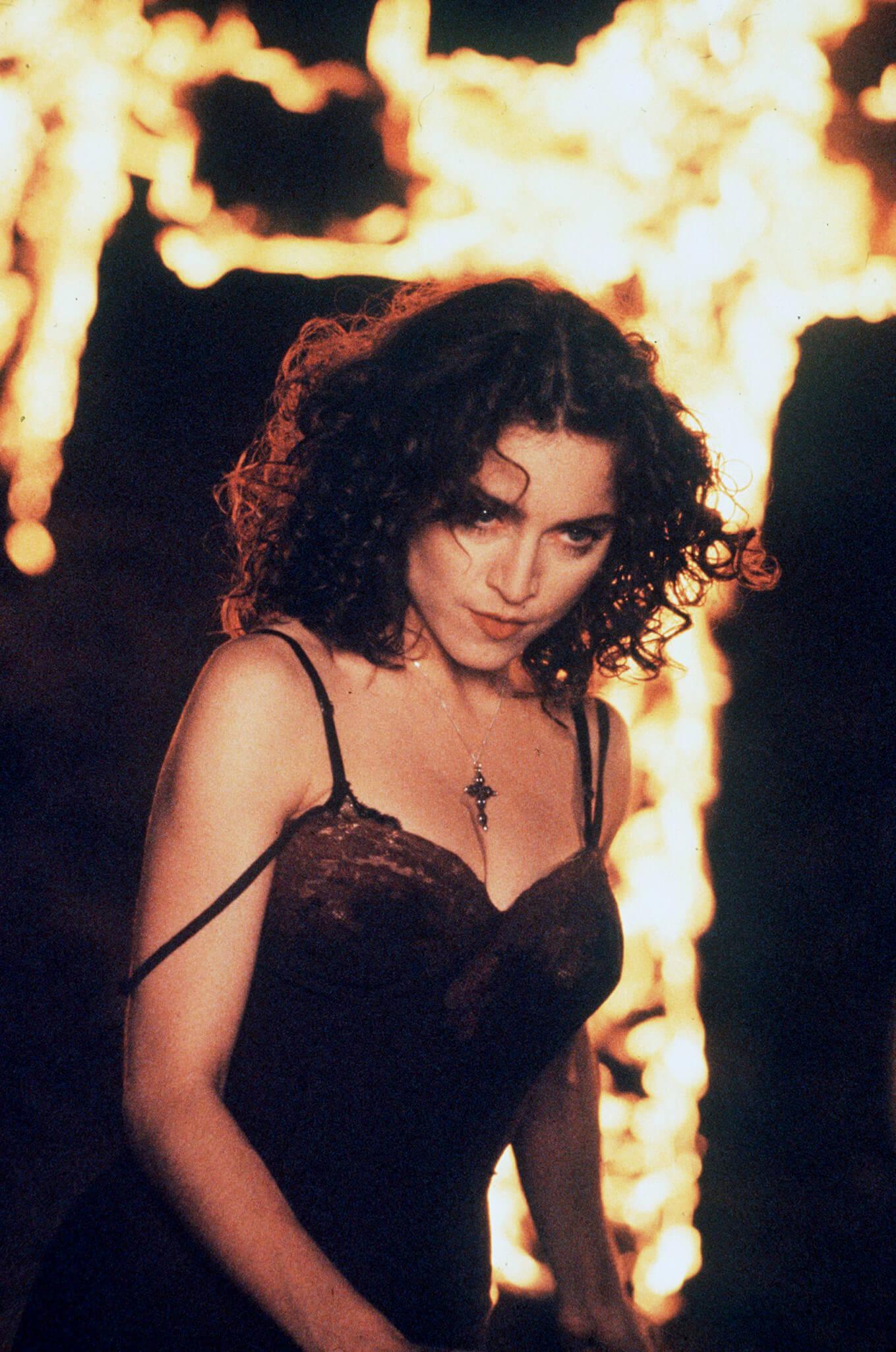 "Madonna en su video ""Like A Prayer"""