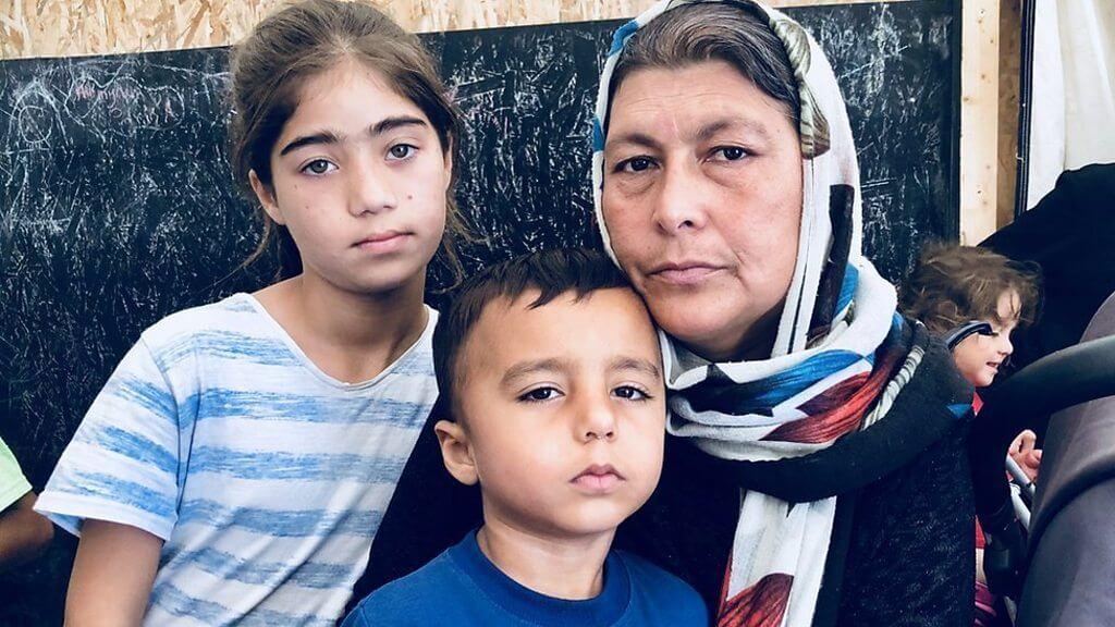 Una de las familias refugiadas en la isla de Lesbos. Fotografía: BBC