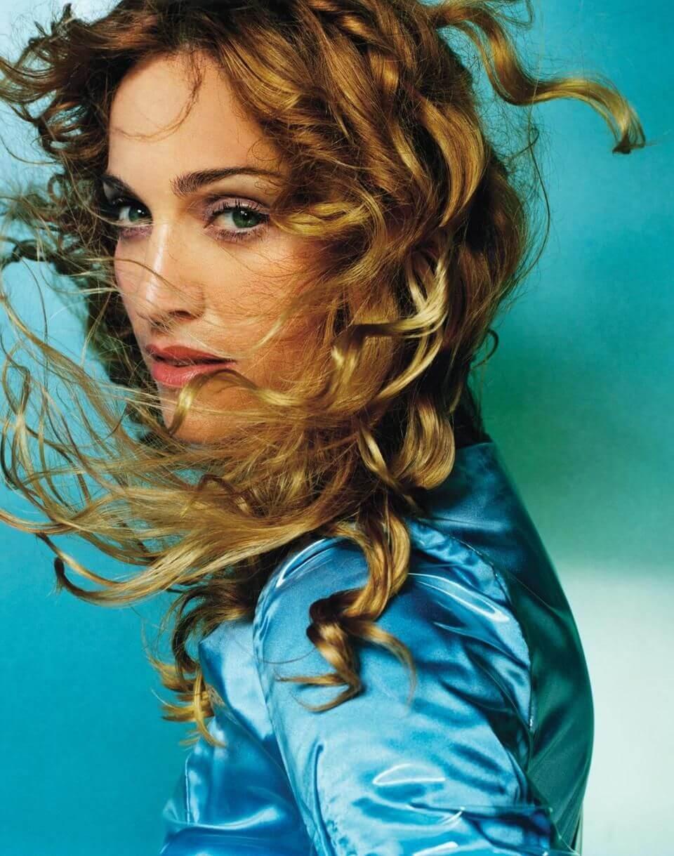 """Madonna en la portada de su disco """"Ray of Light"""". Fotografía: Mario Testino"""