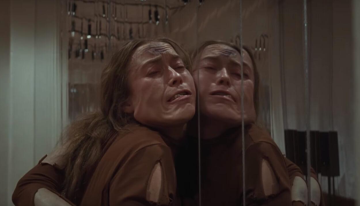 """El nuevo trailer de """"Suspiria"""" es una danza macabra y sangrienta con tres aterradoras madres"""