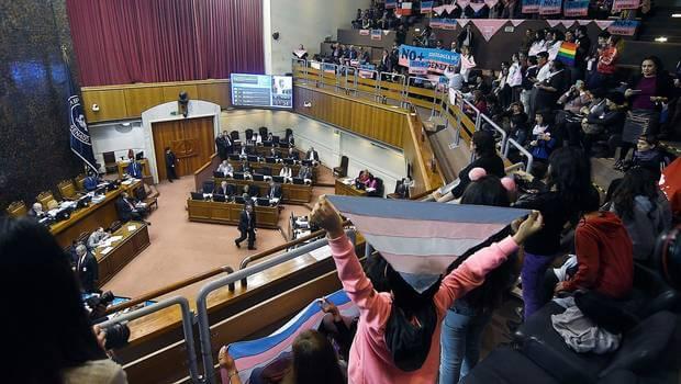 Senado chileno aprueba Ley de Identidad de Género para mayores de 14 años