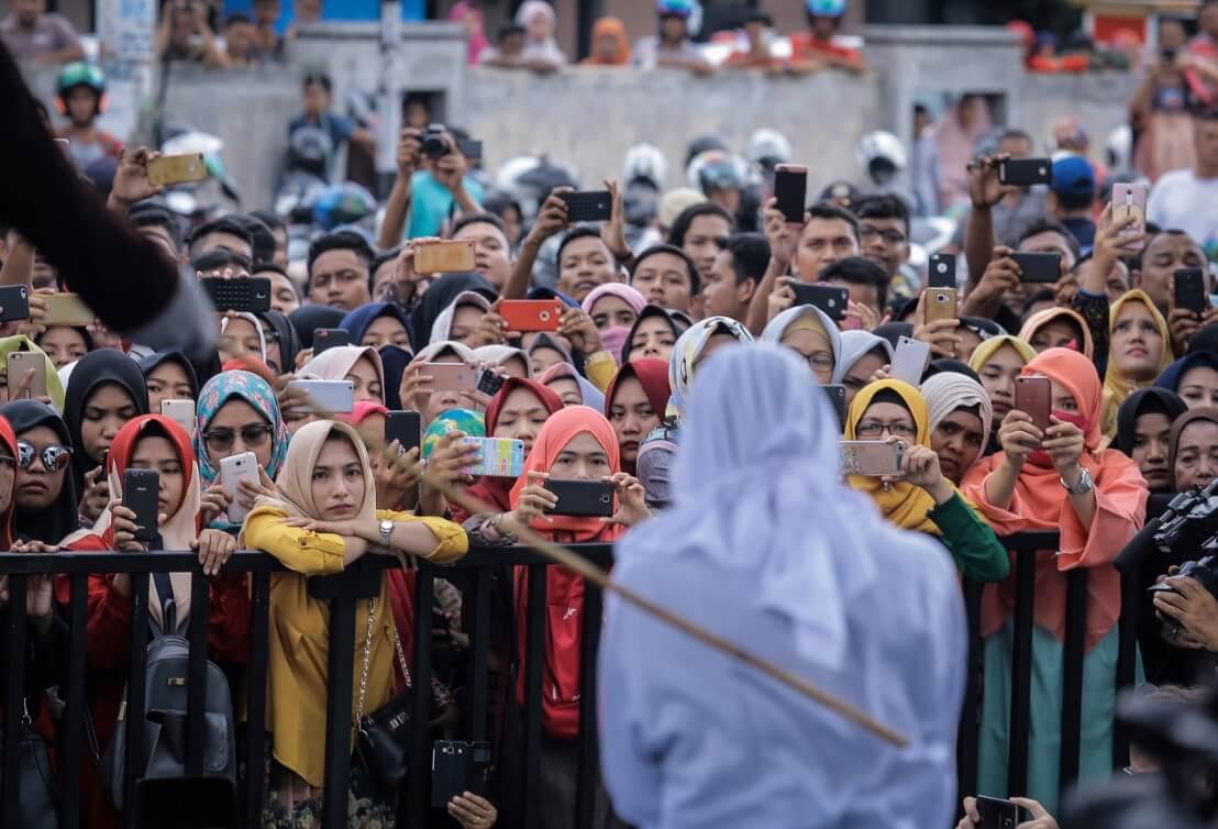 Críticas en Malasia luego de que dos lesbianas fueron azotadas por tener sexo