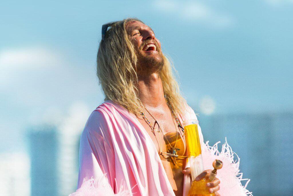 """""""The Beach Bum"""": Matthew McConaughey es un salvaje marihuanero de playa en lo nuevo de Harmony Korine"""