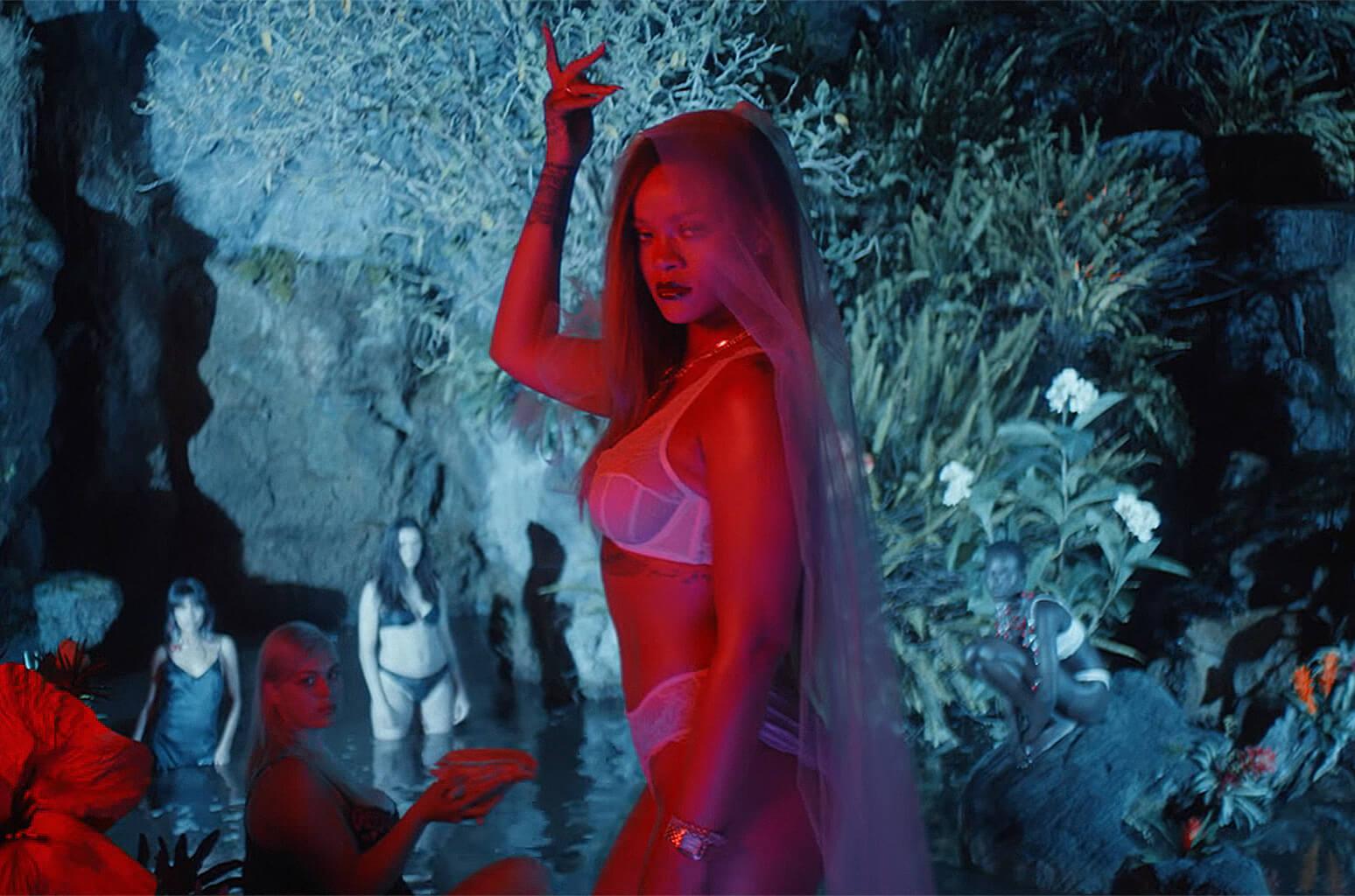 Rihanna es una diosa tropical en el video de la nueva campaña de Savage x Fenty