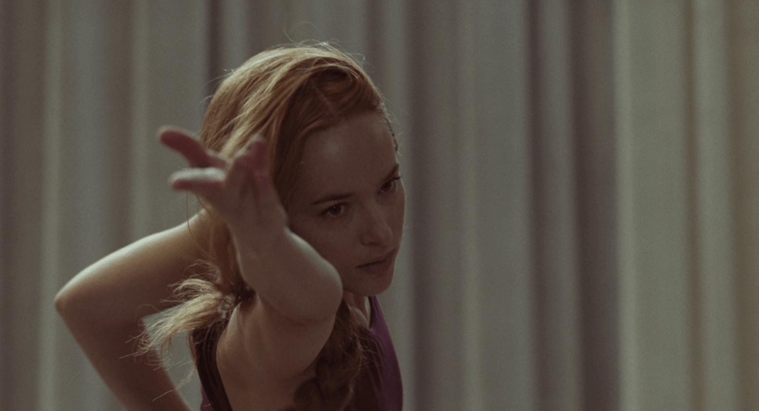"""""""Suspiria"""": Dakota Johnson danza entre los demonios en este nuevo clip de la película"""