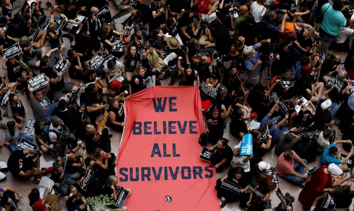 Activistas protestan contra Kavanaugh en Washington; Emily Ratajovski, Amy Schumer y más arrestadas