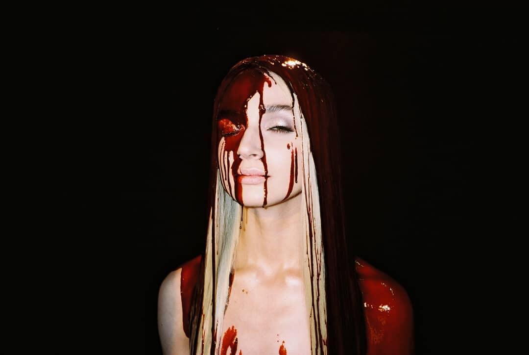 """""""Am I A Girl?"""", el álbum y apocalipsis pop de Poppy que desafía la idea de género"""
