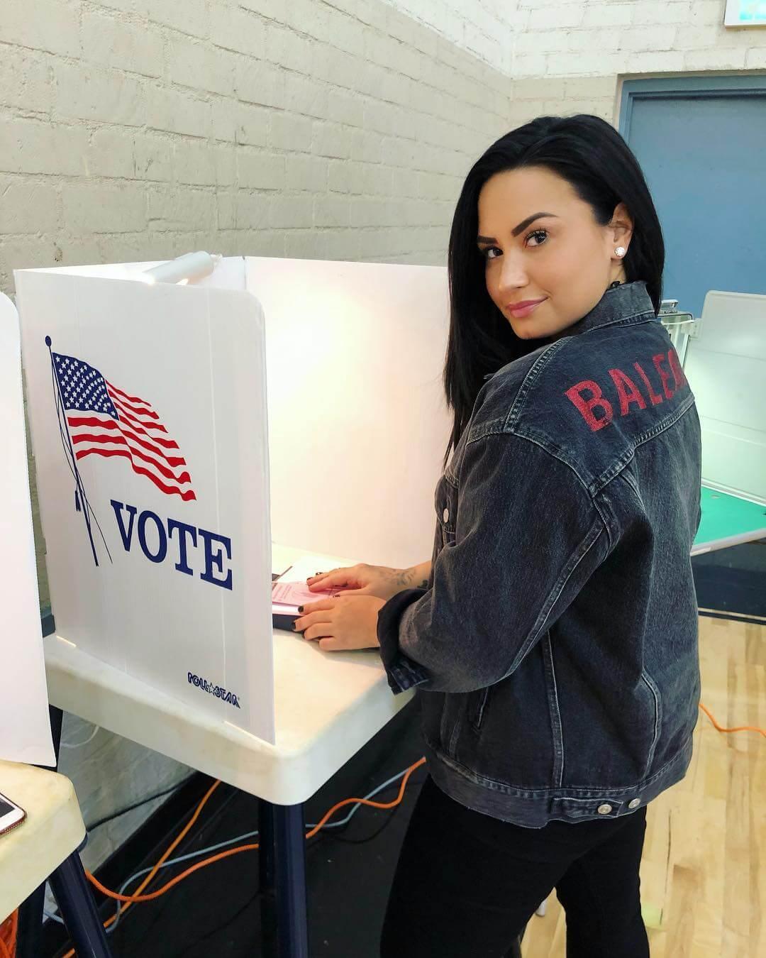 Demi Lovato regresa a Instagram luego de su rehabilitación con un llamado a votar