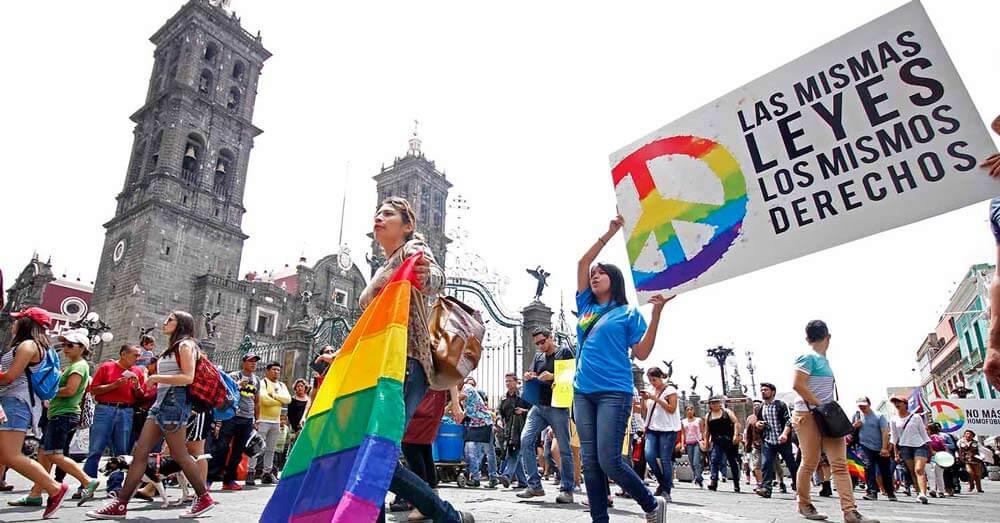 México reforma la seguridad social para incluir beneficios a parejas homosexuales