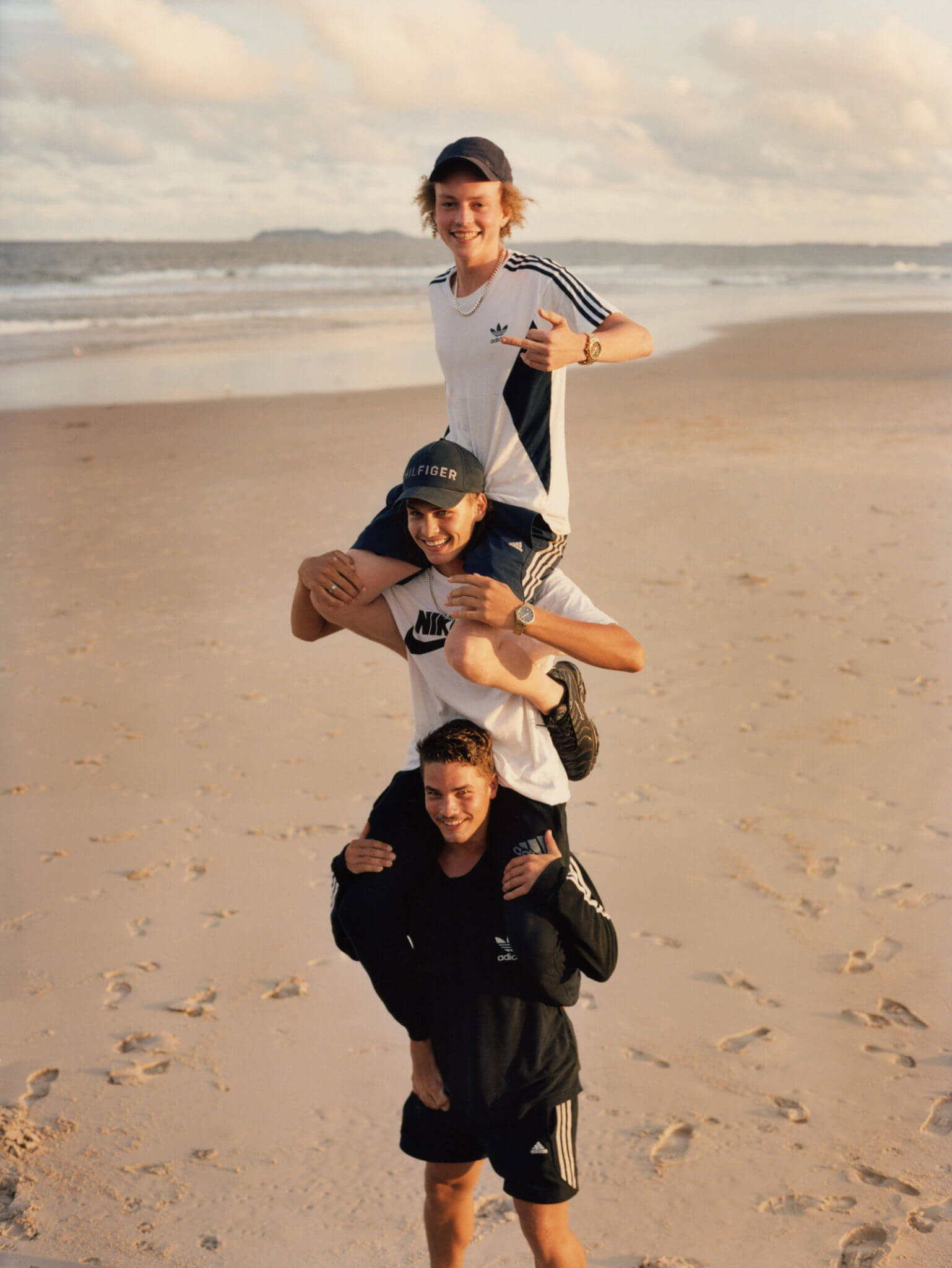 Lola & Pani: Postales llenas de nostalgia adolescente bajo el sol de la costa australiana