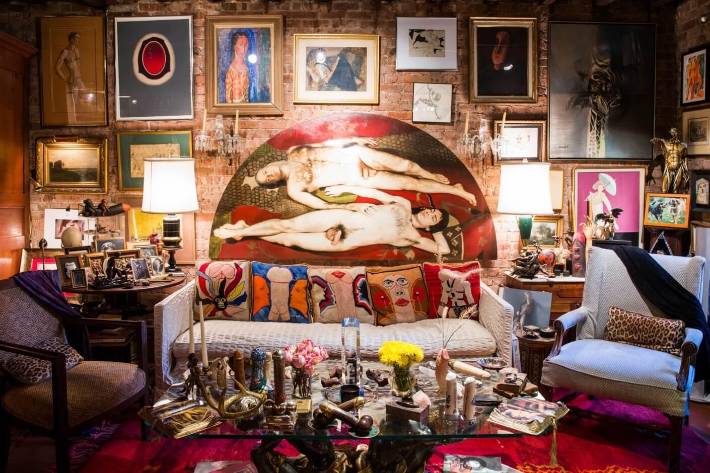 Así es el Palacio de Penes de Nueva York, el apartamento con 24 mil piezas de arte homoerótico