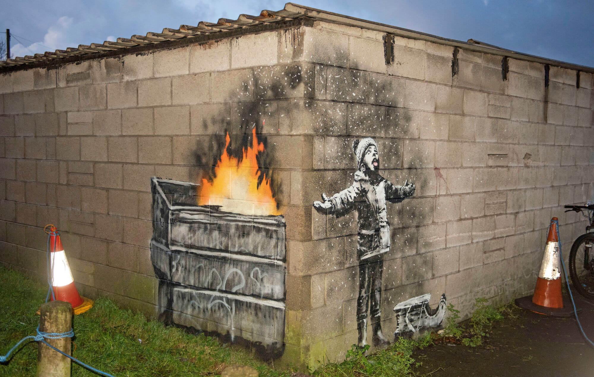 Banksy despide el año con un nuevo mural en un estacionamiento de Gales