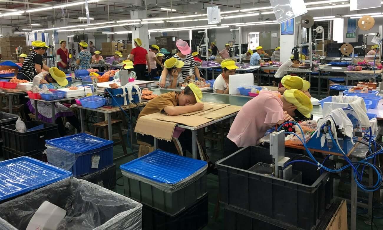 Un centavo por muñeca: El precio de la labor humana en las fábricas chinas de Disney y Mattel