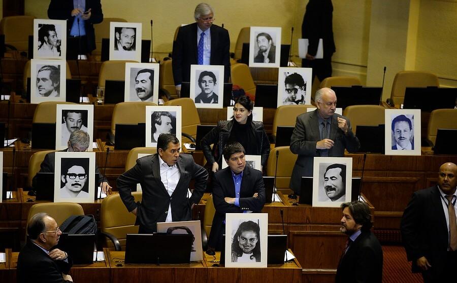Chile castigará con multas y cárcel a los negacionistas de la dictadura de Pinochet
