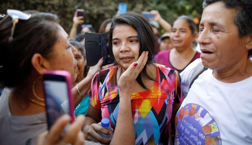 La justicia salvadoreña libera a Imelda Cortez, acusada de intento de homicidio por un parto espontáneo