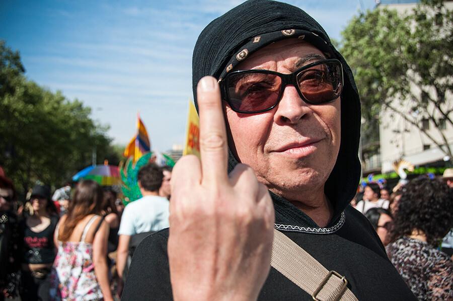 Chile: Profesor de literatura es despedido por incluir al poeta Pedro Lemebel en clase