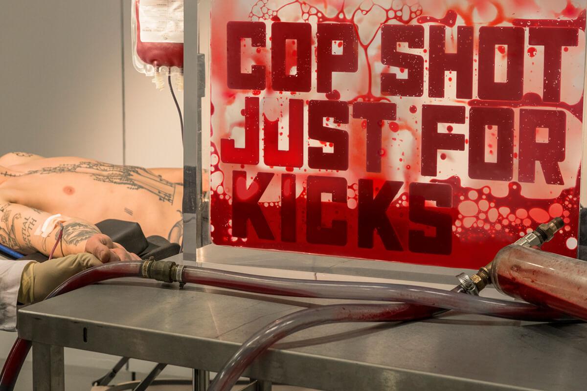 Andrei Molodkin, el artista que hace arte a base del bombeo de sangre humana