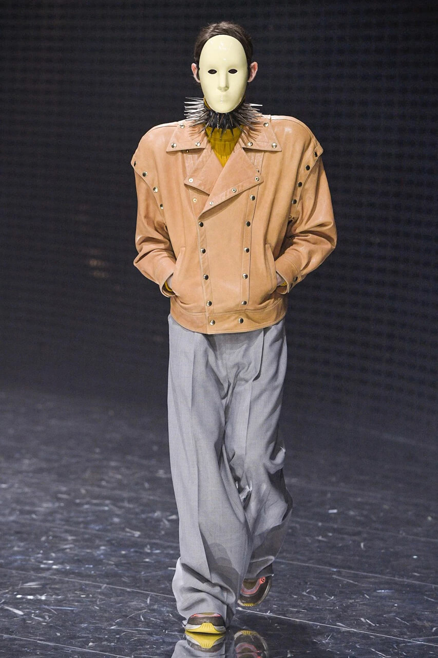 Gucci llena la pasarela de la Milan Fashion Week con púas, punk y fantasía