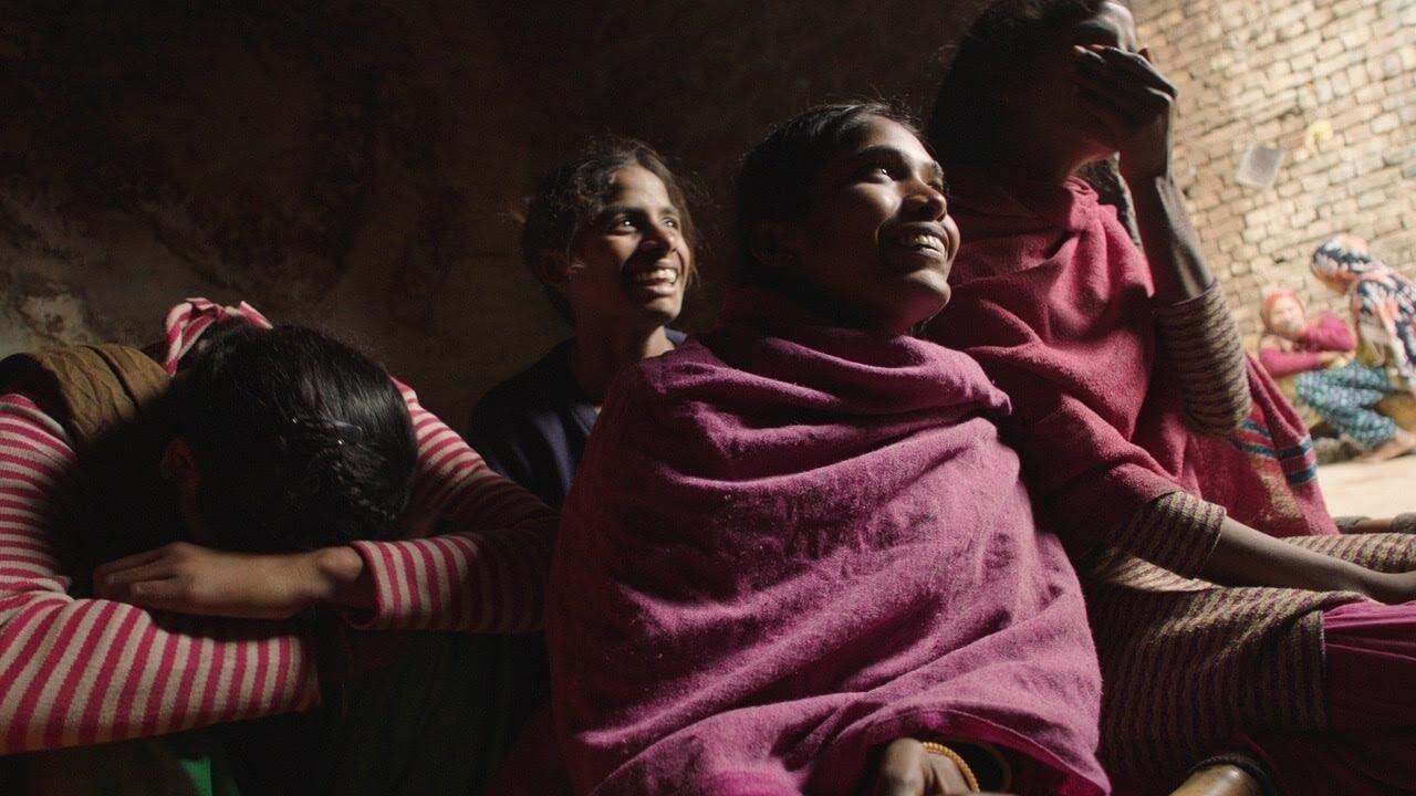 """""""Period. End of Sentence"""": 7 cosas que debes saber del documental ganador del Oscar sobre el tabú de la menstruación"""