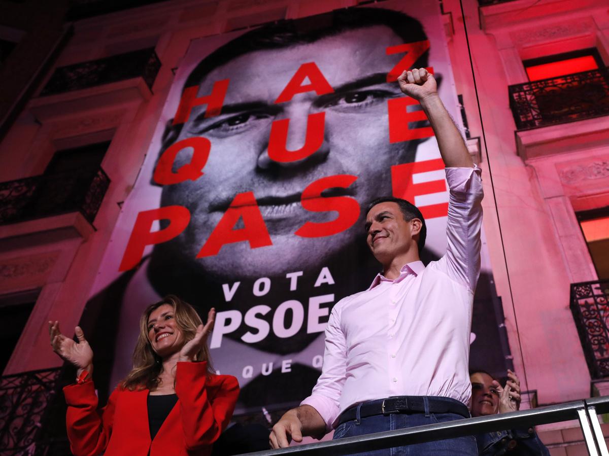 España: Los socialistas ganan las elecciones, mientras la extrema derecha logra entrar en el Parlamento