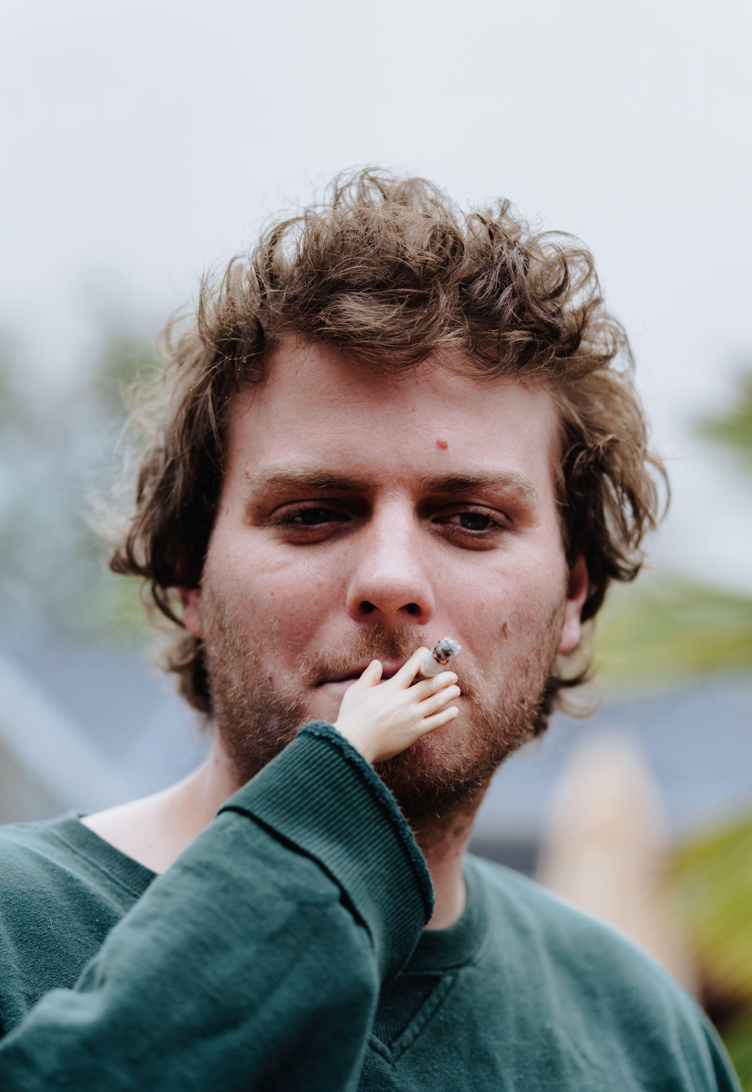 """Mac DeMarco habla de su nuevo disco, comparaciones con Mitski y adicciones: """"Soy un alcohólico salvaje"""""""