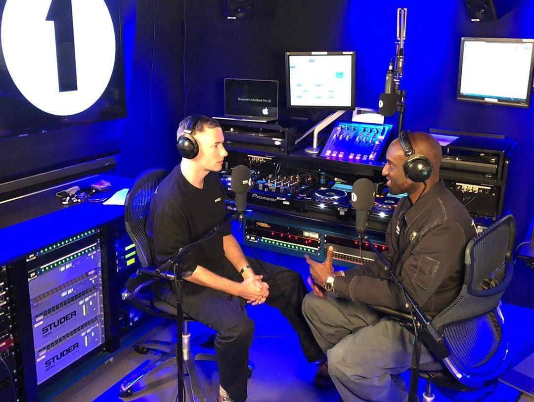 Virgil en la BBC Radio 1. Fotografía: Virgil/Instagram