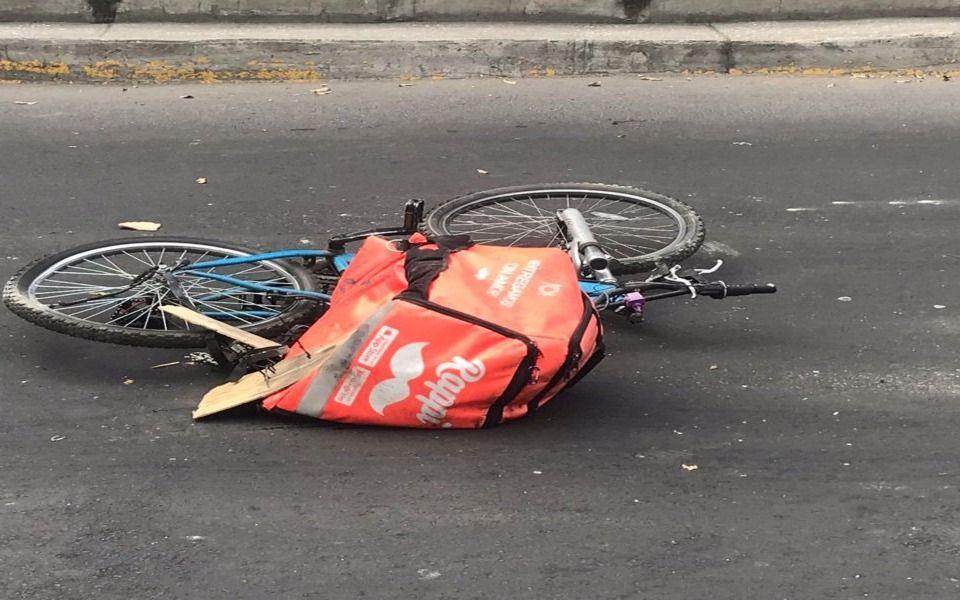 """Una de las bicicletas de los """"microempresarios"""" de Rappi luego de un accidente. Fotografía: Al Día"""