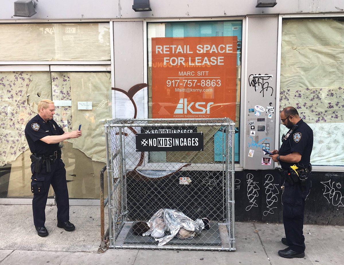 #NoKidsInCages, la instalación viral de arte guerrilla que pone a niños refugiados en las calles de NYC