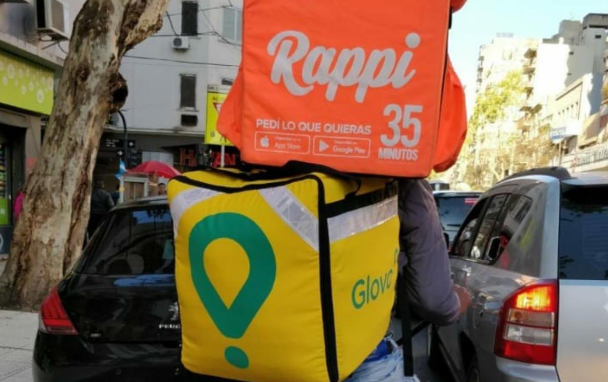 Repartidor de Rappi y Glovo en Argentina. Fotografía: Urgente24