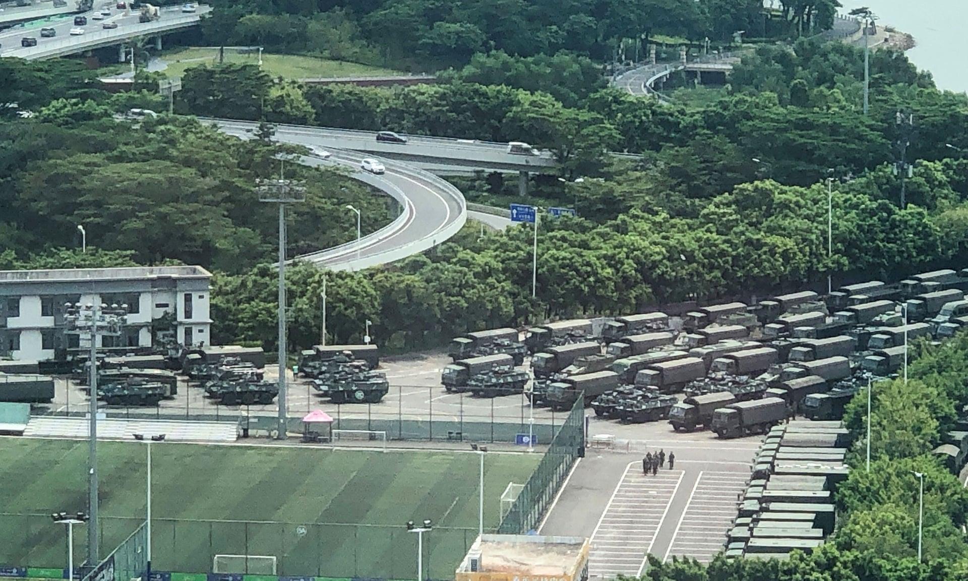 China se prepara a enfrentar las protestas en Hong Kong con unidades paramilitares en la frontera