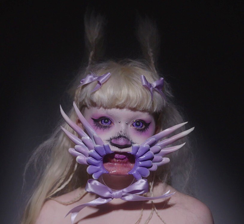 Conoce a Jazmin Bean, la makeup artist no binaria y que crea monstruos surrealistas en Instagram