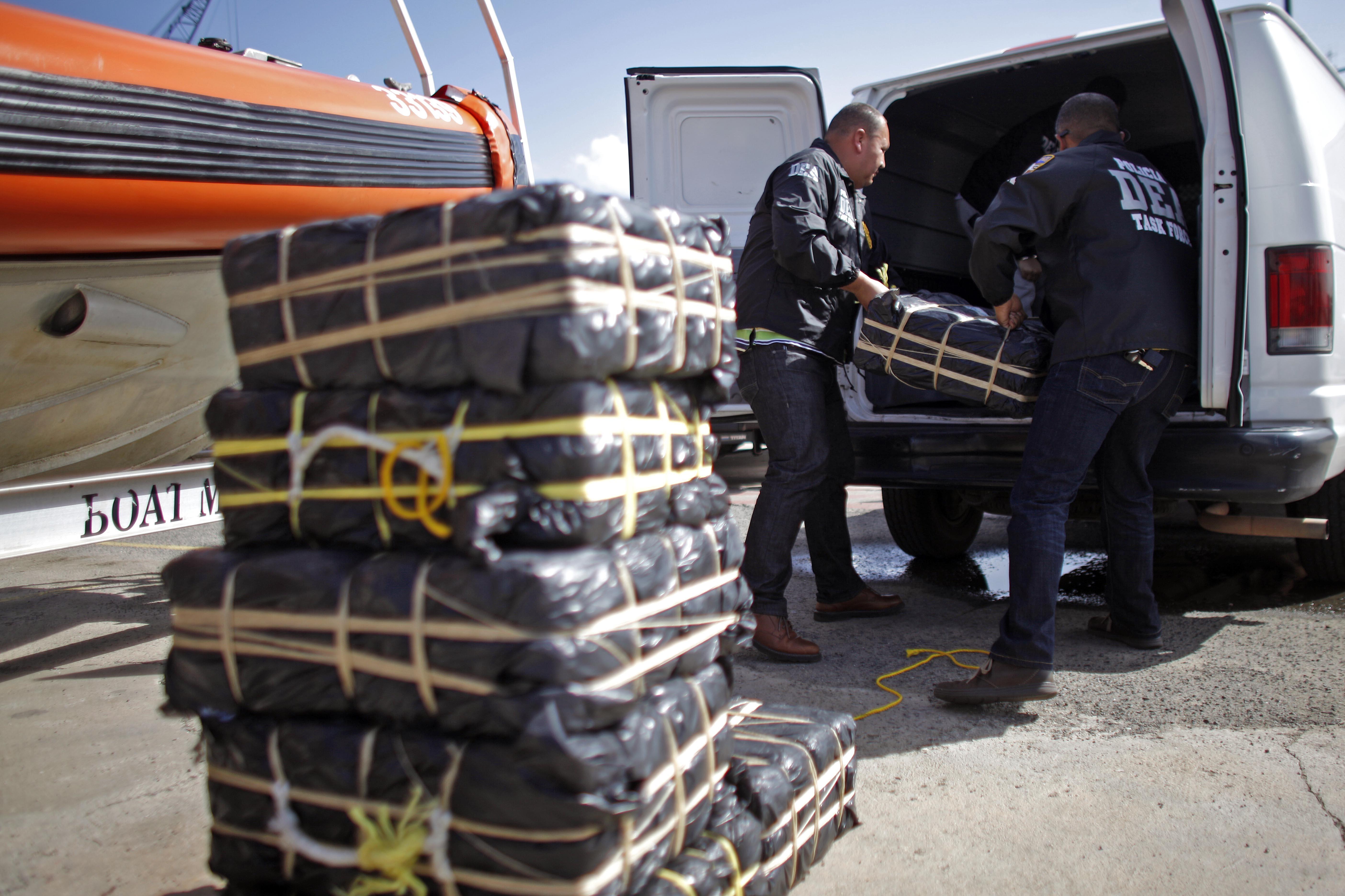 La DEA durante un decomiso de drogas en Puerto Rico. Fotografía: EPA