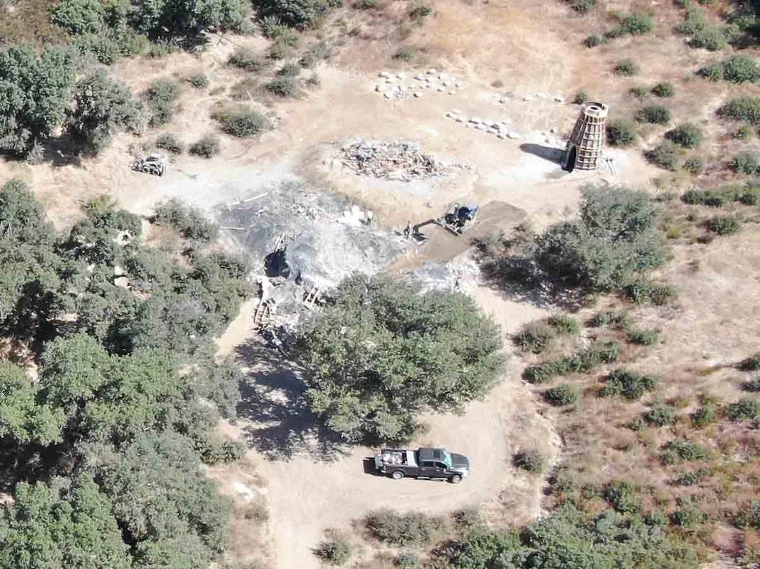 Los domos prefabricados que Kanye West quiso construir en Calabasas fueron demolidos. Fotografía: TMZ